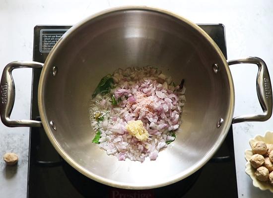soya chunks kurma-onion, salt, gingergarlic paste